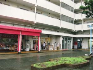 横浜市港南区野場町の大規模団地の空き店舗利用した居場所「ここ」